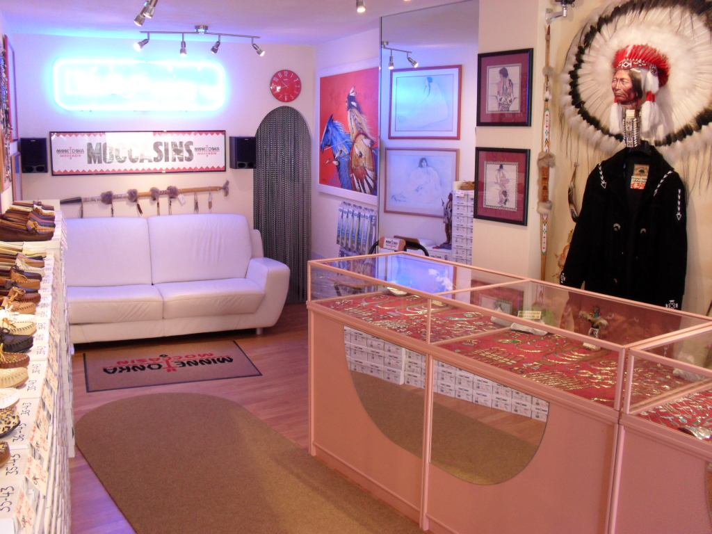 Minnetonka Distributor Canary Islands Navajo Gallery